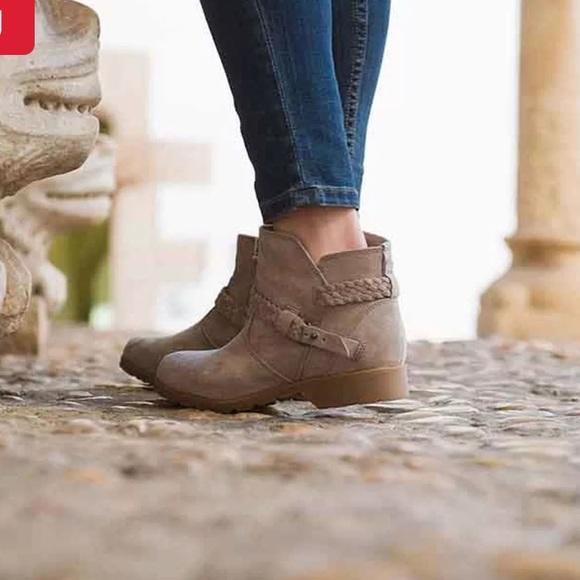 Teva De La Vina Suede Ankle Boot
